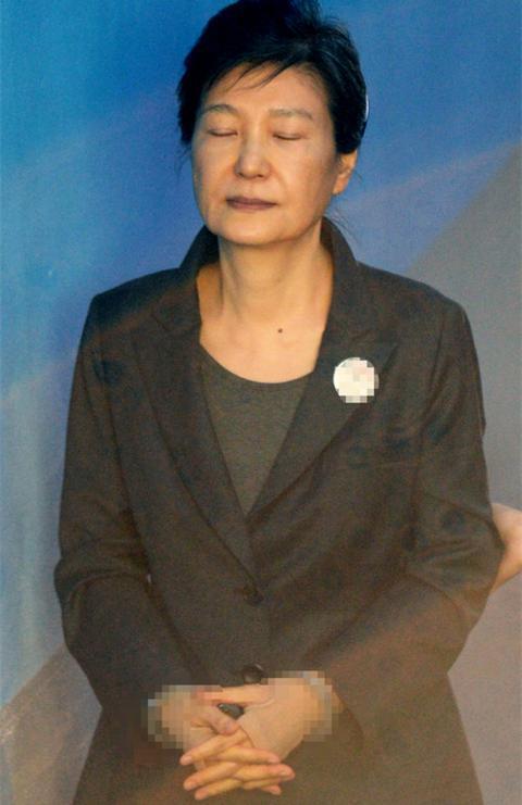 朴槿惠律师团7人集体请辞 抗议法院签新逮捕令