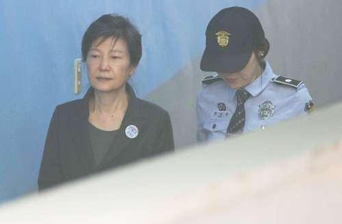韩媒:朴槿惠这几天的反应是在博取同情 朴槿惠拘留或再延长6个月