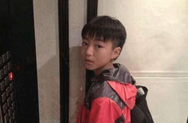 王俊凯素颜接受央视采访,网友却称这颜值校园一抓一大把!