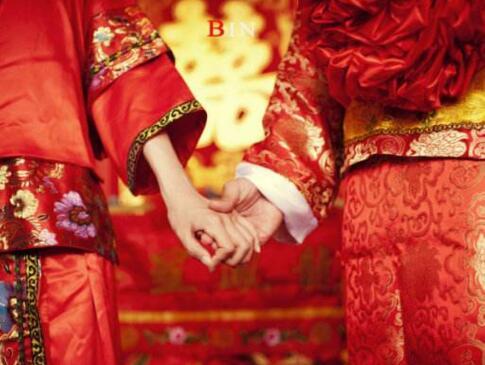 中式婚礼中新郎穿什么 新人必知的中式婚礼着装