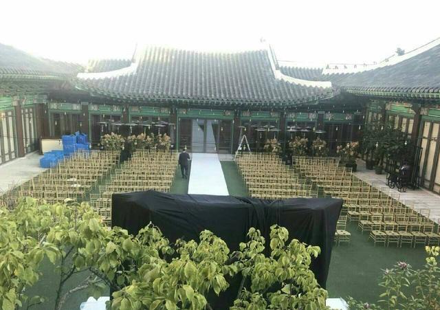 宋仲基宋慧乔今日大婚,中国粉丝送40斤蜀绣当贺礼,吓坏工作人员