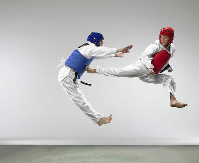 冠军夫妻吵架丈夫竟吞下妻子金牌 难道在争跆拳道散打哪