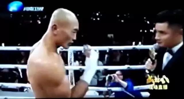 武僧一龙被KO内幕赛后抢话筒遭无视 说了什么直播画面被