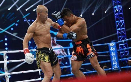 武僧一龙被泰拳王西提猜2回合KO 这次没穿黄色长裤是为什