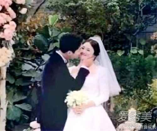 宋仲基宋慧乔婚纱婚礼照曝光 乔妹超大婚戒抢镜