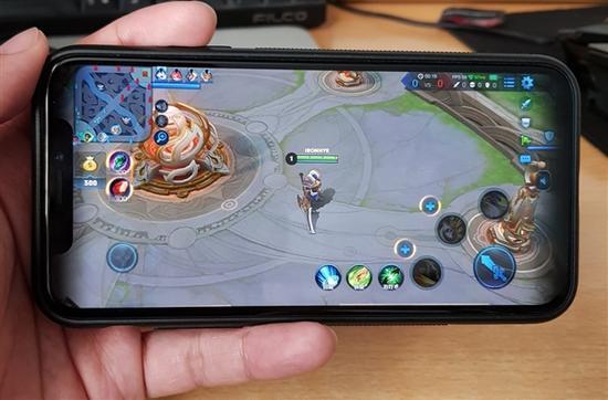 《王者荣耀》终于适配iPhone X:画面原来是这样
