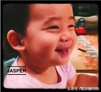 """jasper真的好可爱啊,我的姨母心化了"",""太可爱了小小的jasper"",""小时"