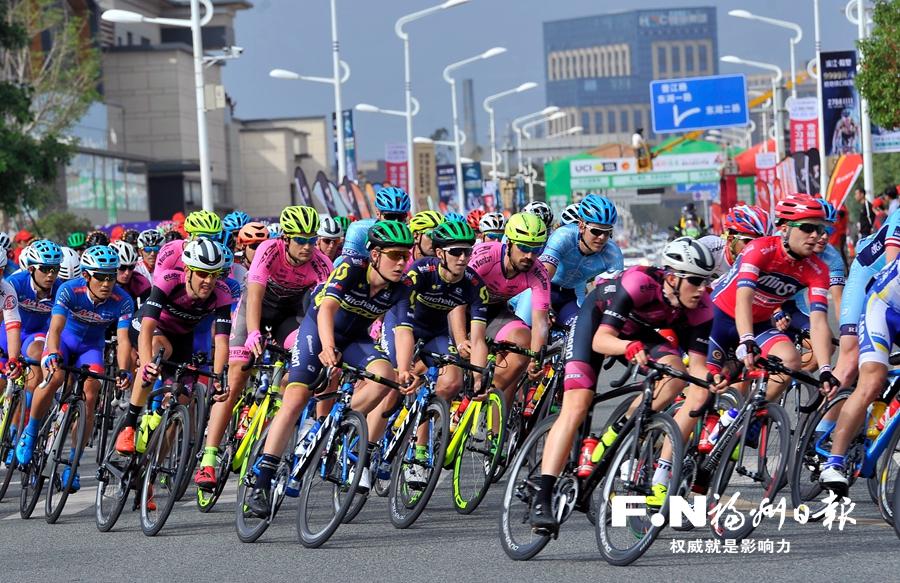 环福州·永泰国际公路自行车赛长乐城市绕圈赛 马里斯冲刺抢金