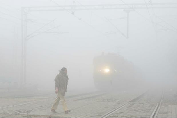 印度北部地区雾霾罩顶 数万所学校被迫停课