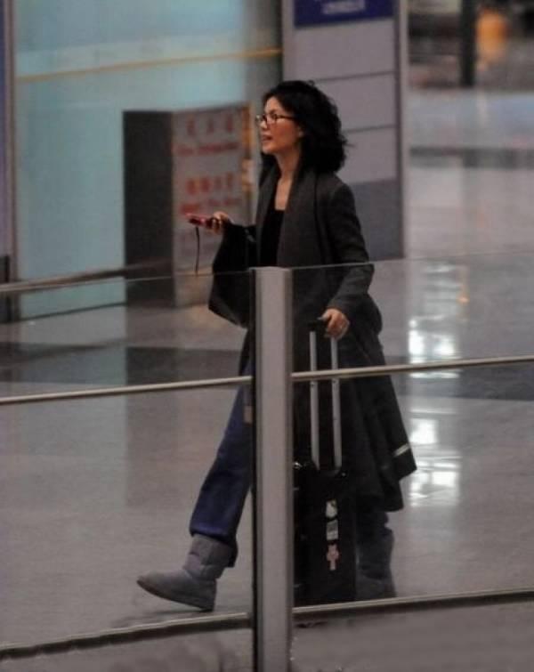 谢霆锋失踪?王菲在机场惊慌失措,大喊却无人回应