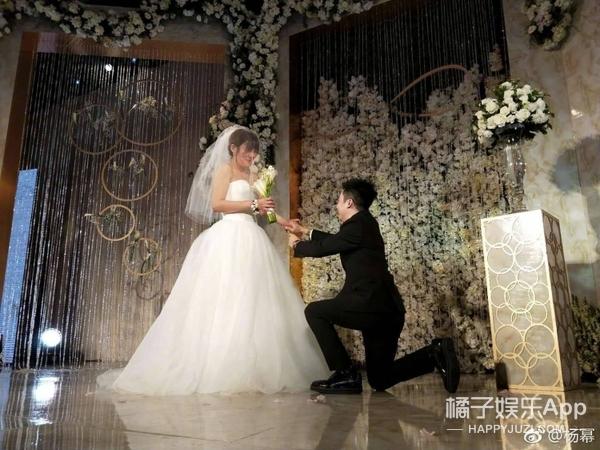 杨幂经纪人是什么人?杨幂参加经纪人婚礼,原来她长得这么美
