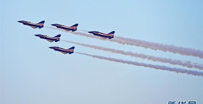 迪拜航展开幕 中国空军八一飞行表演队将亮相