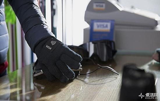 天冷不想伸手掏钱包?戴上VISA手套就能搞定支付