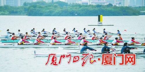 """集美杏林湾 """"中国杯""""赛艇多人艇公开赛举行"""