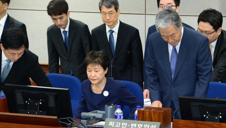 朴槿惠案近况 朴槿惠原情报高官被一锅端 韩媒:刀口即将转向她