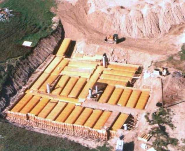 """加夫妇42辆校车建""""诺亚方舟"""" 作为核辐避难所"""