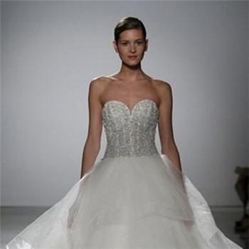 流行的新娘婚纱礼服领型 结婚礼服推荐