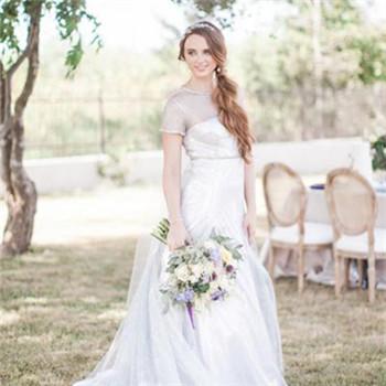 简约风新娘婚纱款式介绍 新娘婚纱礼服选择