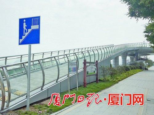 海沧大道新增两座人行天桥 天桥设有观景平台