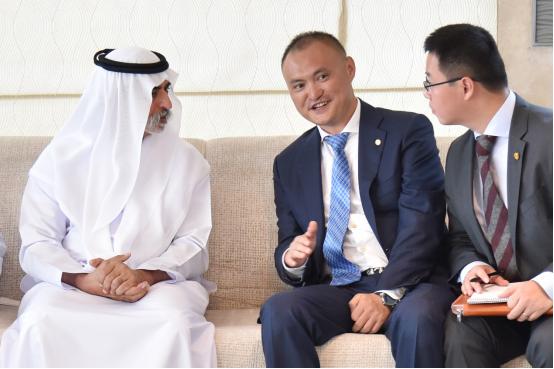 中国华信执行董事李勇受到阿布扎比宽容部部长亲切会见