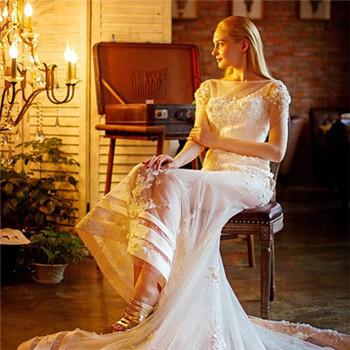 结婚当天新娘要佩戴哪些首饰 新娘婚纱配饰