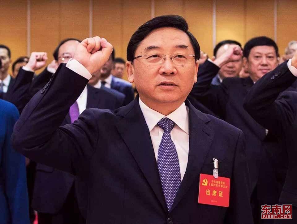 福建省委书记于伟国带领省委委员候补委员集体重温入党誓词