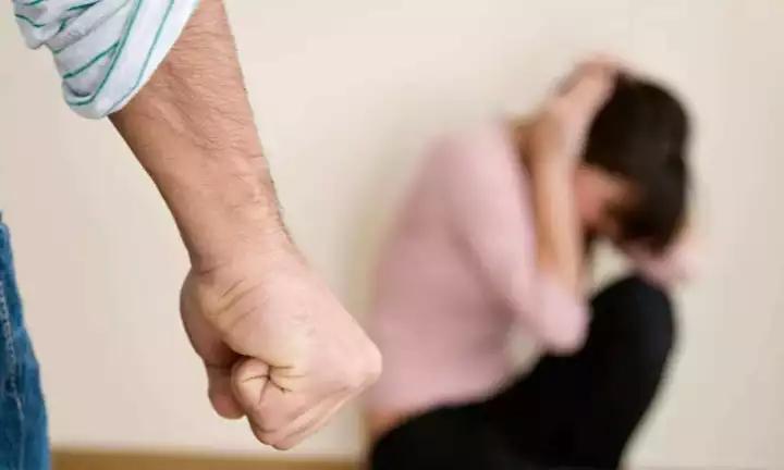 杭州一女高管年薪200万 被练散打的老公家暴10年