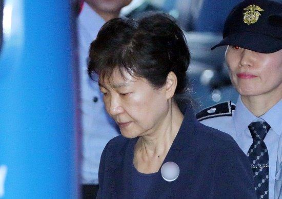 朴槿惠腰痛发作住院治疗 因接连遭受重大打击?
