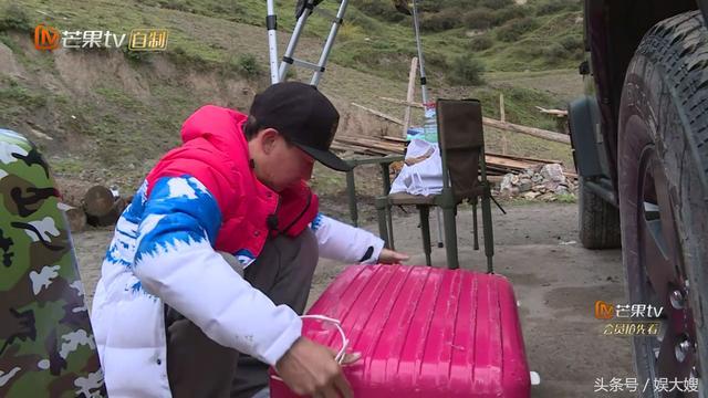 小泡芙究竟有多爱美?刘畊宏打开行李箱那一刻,网友看的不敢眨眼
