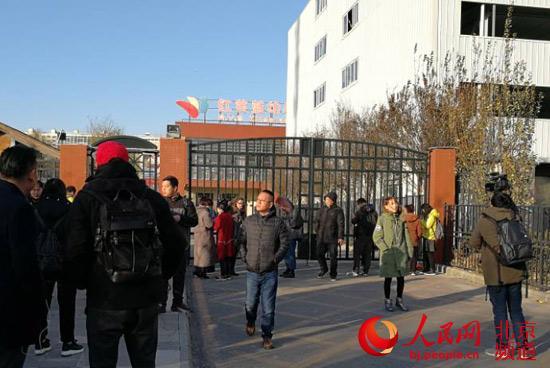 北京朝阳区红黄蓝幼儿园老师被指猥亵儿童 园方这样回应