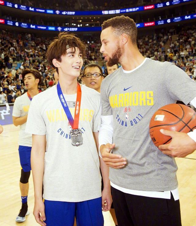 吴磊出任NBA微博篮球大使,青春匹配度太高!但网友关注的却是