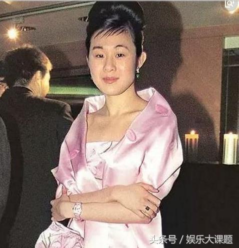 香港娱乐圈没有他追不到的女人,唯独得罪不起她,曾三次登报求婚