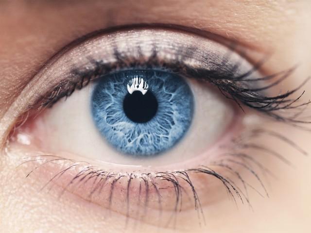 美瞳扔了吧 黑科技20秒让黑眼睛变蓝眼睛