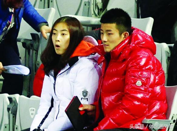 谌龙求婚成功 妻子王适娴感动落泪 最后还来了个深情一吻!