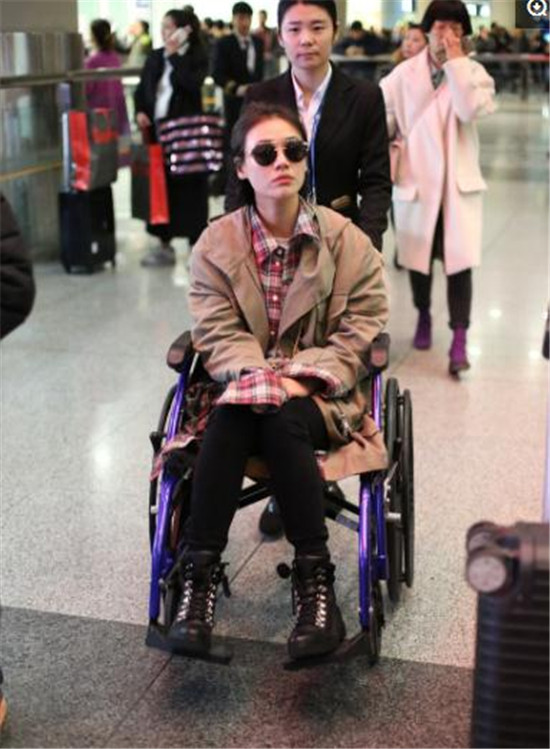 中国轮椅电视剧_《将军在上》马思纯坐轮椅现身怎么回事 马思纯脚怎么受伤的_看 ...