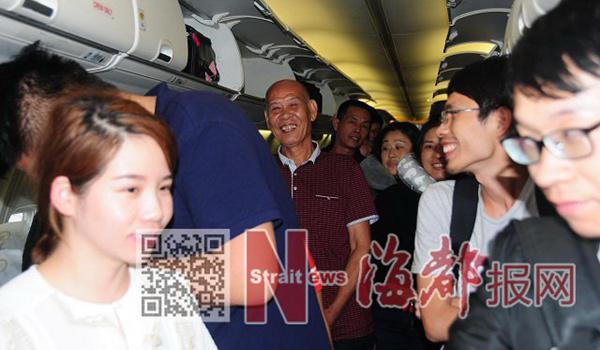 印尼巴厘岛阿贡火山爆发 首批323名滞留旅客飞抵福建