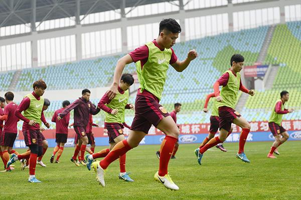 """""""海外镀金+重金回购"""" 家长为中国足球设计新套路"""