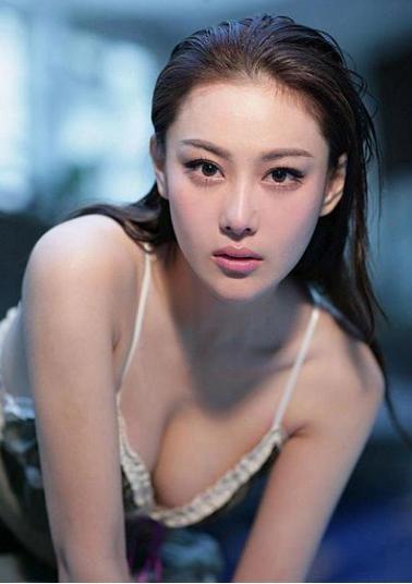 李小璐范冰冰尴尬同框零交流,网友:李晨才是娱乐圈风流债主吧!