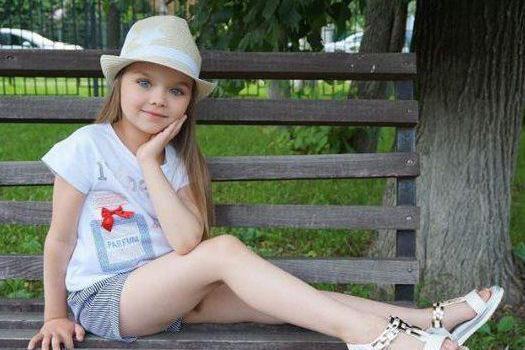 俄六岁小模特被赞世界最美女孩 颜值逆天如天使