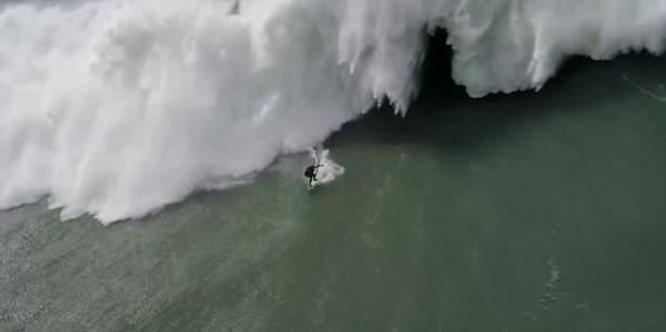冲浪者被23米高大浪拍倒 营救者施救亦失控入海