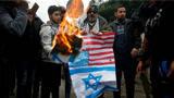 特朗普承认耶路撒冷为以色列首都,美国旗被巴勒斯坦民众烧毁