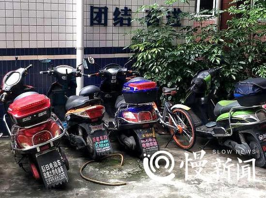 ca88亚洲城手机版下载_蠢哭!偷车贼误将补光灯当摄像头捅 盗窃全程被拍下