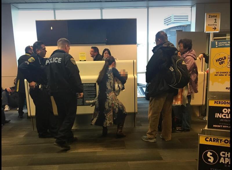 华裔芮美一家四口在美被赶下飞机 被网友骂:滚回中国去!