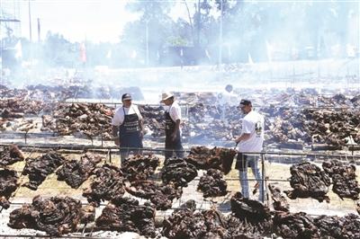 猛烤16.5吨牛肉 乌拉圭欲创烧烤吉尼斯世界纪录