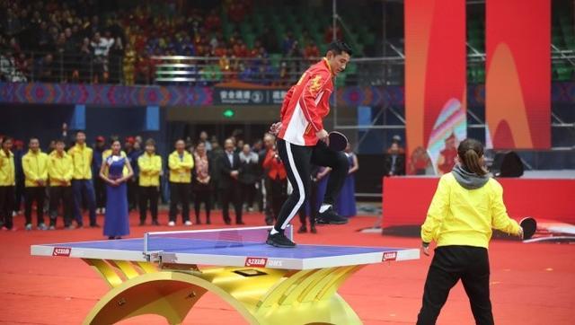 国乒2大奥运冠军因马龙遭催婚 张继科跳上球桌握手刘诗雯引爆全场
