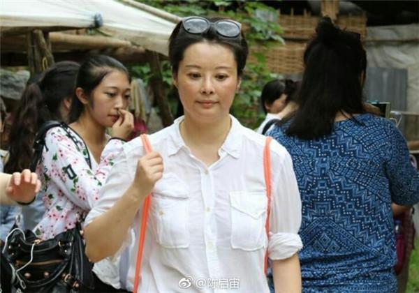 网友问冯小刚为什么不去做导师?冯小刚回复:我可不想让袁立撕我