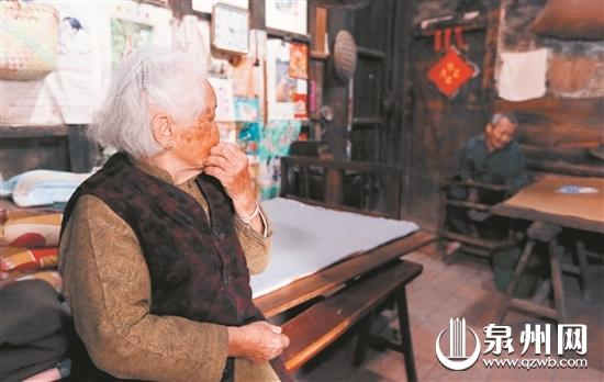 舐犊情深 泉州一91岁老人照顾患儿68年