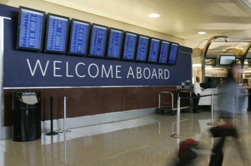 美国亚特兰大国际机场突发停电 600多趟航班取消大量旅客滞留