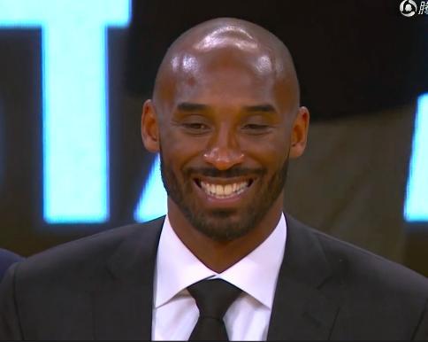 催泪一幕!科比说出2个词,全场飙泪高喊MVP,他却笑了