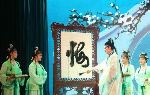 """湖北鹤峰:国家级非遗花鼓戏唱响山城 群众""""家门口""""享文化盛宴"""